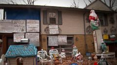 Homeowners Feel Trapped by Neighbors Hostile Holiday Display