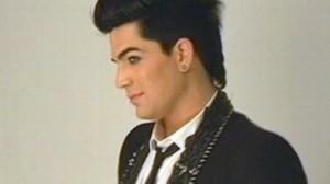 VIDEO: At a photo shoot, Idol star and judge Kara DioGuardi dish on fashion, being gay.