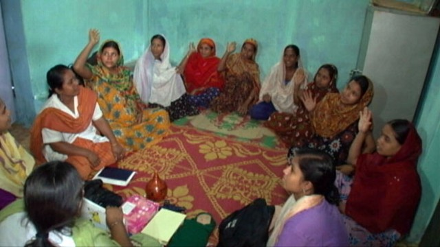 VIDEO: Local women in Bangladeshi slums help ensure pregnant women stay healthy.