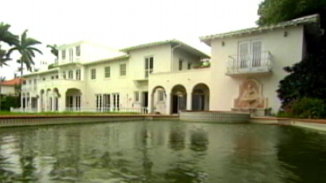 VIDEO: Lisa Hochstein and husband Lenny Hochstein say their historic island mansion is unsafe.