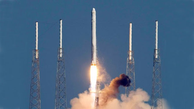 VIDEO: SpaceX launches Dragon, attempts first commercial return from orbit.