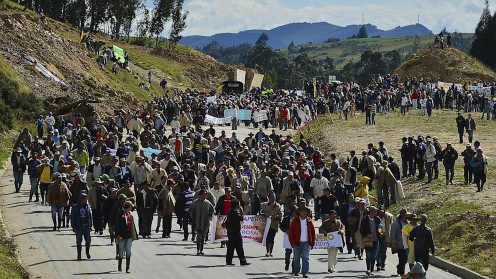 PHOTO: Colombian farmworkers demanding government subsidies and greater access to land march along the highway in Choconta, some 75km from Bogota, on August 22, 2013.
