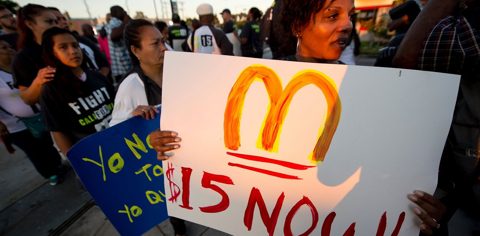 PHOTO: Fast food workers and their supporters picket outside a Burger King in Los Angeles on August 29, 2013.