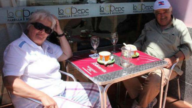 PHOTO: Jose Mujica having lunch with his wife at Carmelo.