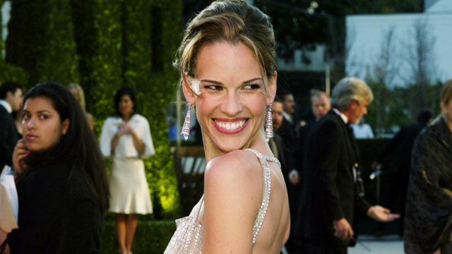 PHOTO: Actress Hilary Swank attends The 2004 Vanity Fair Oscar Party