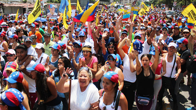 PHOTO:Hundreds of thousands attended a rally in support of Venezuelan presidential candidate Henrique Capriles on Sunday in Caracas.