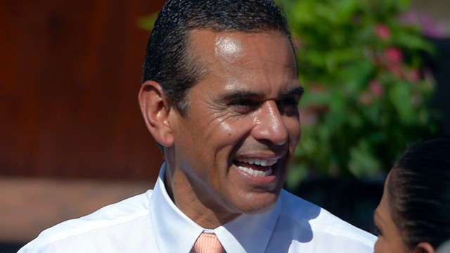 PHOTO: Los Angeles mayor Antonio Villaraigosa waits for President Barack Obama to announce the establishment of the Cesar E. Chavez National Monument, in Keene, Calif.