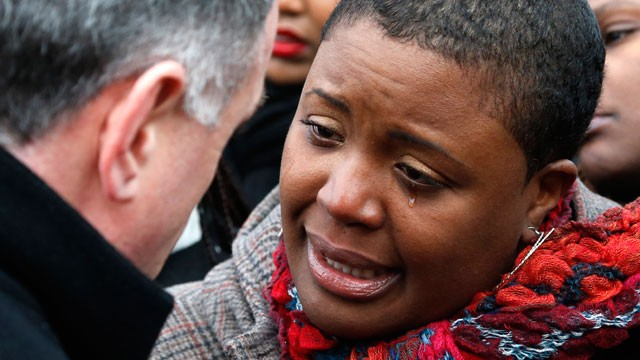 PHOTO: Cleopatra Pendelton cries as she talks with Chicago Police Superintendent Garry McCarthy before a news conference seeking help from the public in solving the murder of Pendelton's daughter Hadiya Wednesday, Jan. 30, 2013, in Chicago.