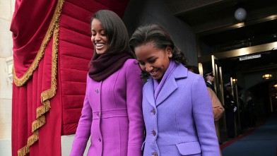 PHOTO:President Barack Obama's daughters Malia Obama, left, and Sasha Obama arrive on the West Front of the Capitol in Washington.