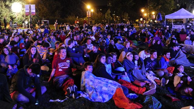 PHOTO:People watch the Presidential Debate at the University of Denver on Wednesday, Oct. 3, 2012.