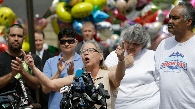 PHOTO: Nancy Ruiz, mother of Gina DeJesus, speaks at a news-conference after bringing her daughter home Wednesday, May 8, 2013, in Cleveland. Ginas father, Felix DeJesus, listens at right.