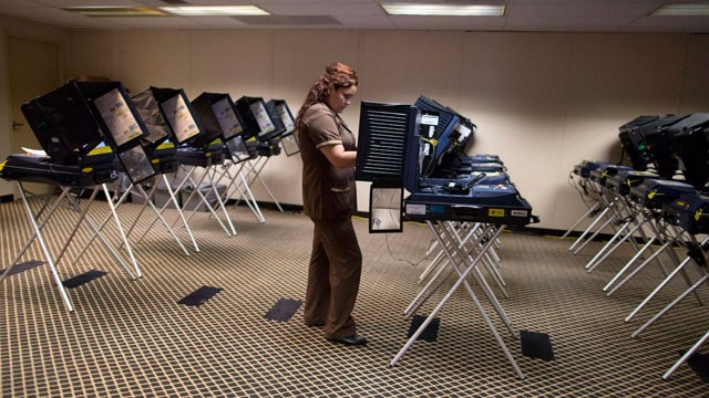 PHOTO: A woman who works in the housekeeping department of a Las Vegas Strip casino casts her ballot at an early voting polling placce, Saturday, Oct. 20, 2012, in Las Vegas.