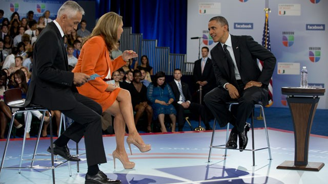 PHOTO: President Barack Obama participates in a town hall hosted by Univision and Univision news anchors Jorge Ramos, left and Maria Elena Salinas, center, at the University of Miami