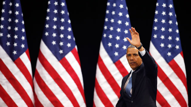 PHOTO: President Barack Obama waves after speaking about immigration reform Tuesday, Jan. 29, 2013, at Del Sol High School in Las Vegas.
