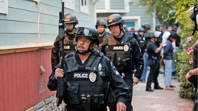 PHOTO: Los Angeles Police arrive with a search warrant to inspect a home.