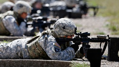 PHOTO: In this Sept. 18, 2012 file photo, female soldiers from 1st Brigade Combat Team, 101st Airborne Division train on a firing range while testing new body armor in Fort Campbell, Ky., in preparation for their deployment to Afghanistan.