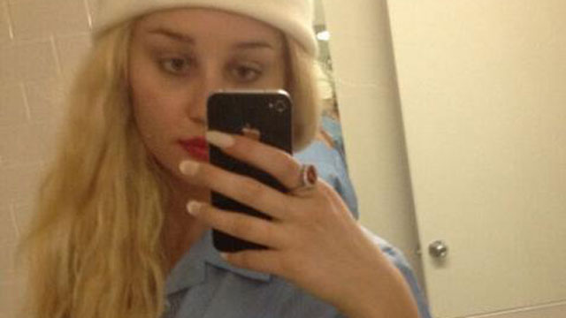 PHOTO:Amanda Bynes often shares shots of her outfits and makeup on Twitter