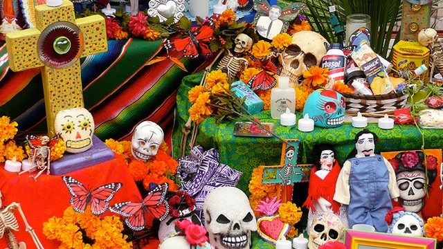 PHOTO:&nbsp;Dia de Los Muertos (Day of the Dead) at Hollywood Forever Cemetery, Los Angeles 2008.