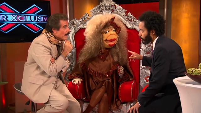 PHOTO:The Daily Shows Wyatt Cenac talks to the stars of Puerto Ricos most popular TV show, SuperXclusivo.