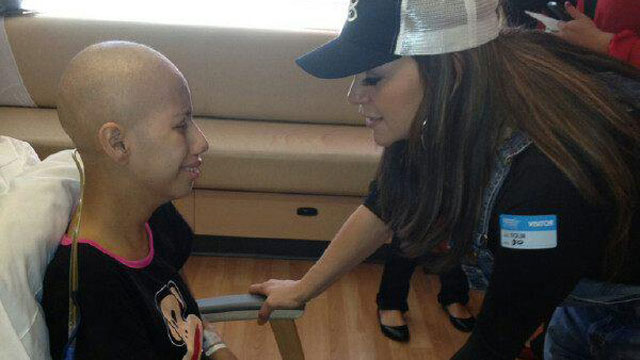 Jenni Rivera visiting a young girl with leukemia