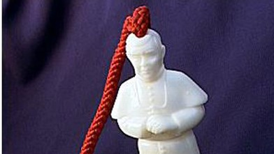 "PHOTO: ""Pope on a Rope"""