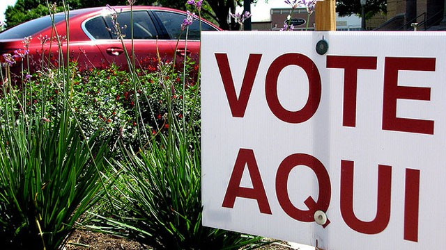 PHOTO:&nbsp;A Spanish-language sign tells voters where to cast their ballots.