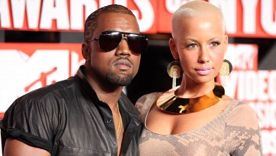 Kanye West and Amber Rose arrive at the 2009 MTV Video Music Awards at Radio City Music Hall on September 13, 2009 in New York City.