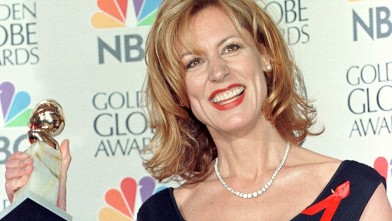 PHOTO: Actress Christine Lahti holds her Golden Globes