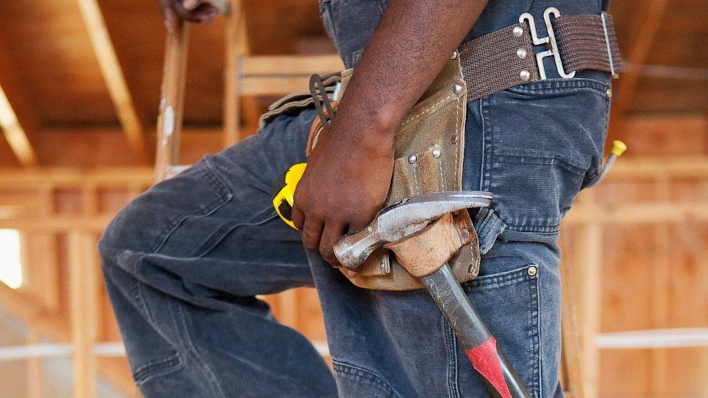 PHOTO: worker