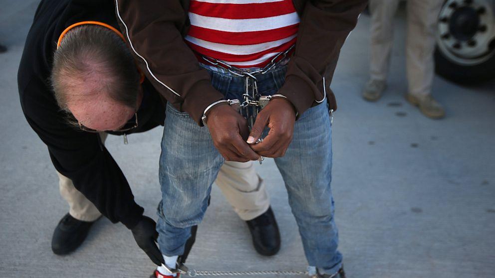 PHOTO: deport