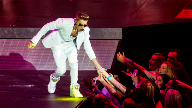 PHOTO: Justin Bieber shares a moment with screaming Beliebers.