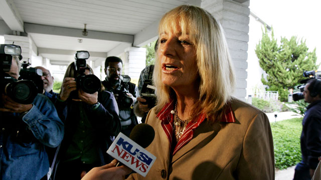 PHOTO:San Diego Mayoral candidate Donna Frye speaks to the press before voting at the Clairemont Covenant Church November 8, 2005 in San Diego, California.