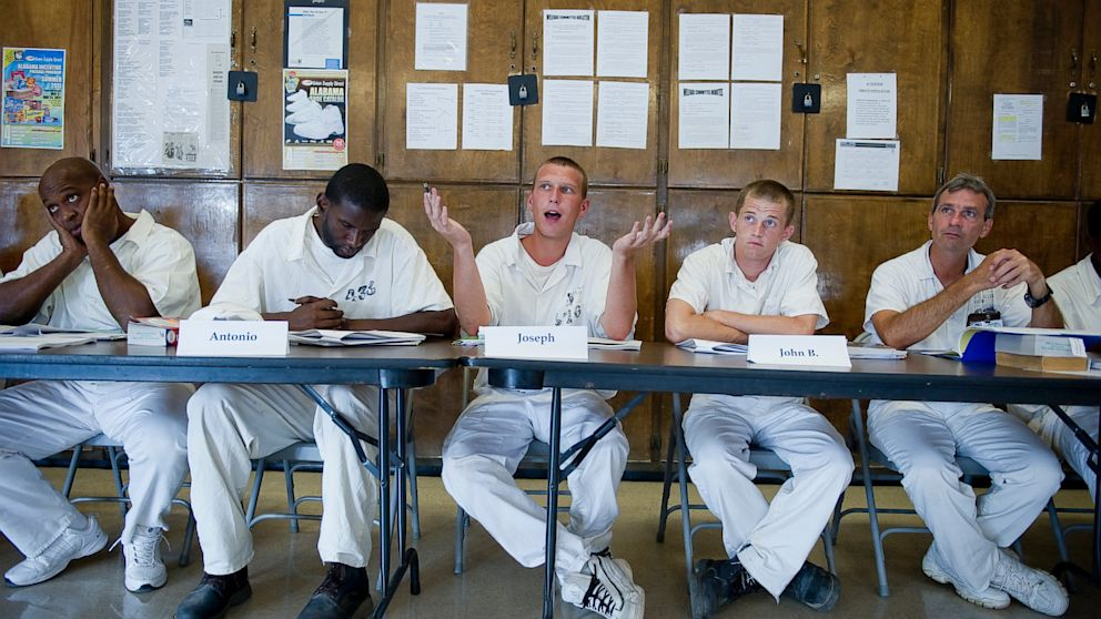 PHOTO: Inmates at the Staton Correctional Facility discuss Tom Stoppards Rosencrantz and Guildenstern are Dead as part of the Alabama Prison Arts and Education Program on June 9, 2011 in Elmore, Alabama.