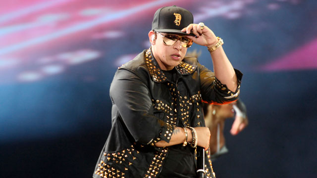 PHOTO: Daddy Yankee: Still not gay.