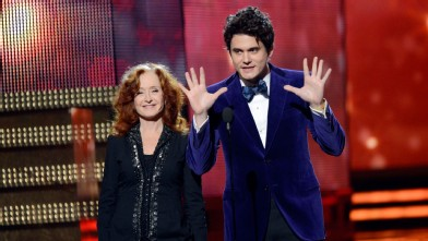 PHOTO:John Mayer's suit was not only purple, it was PURPLE.