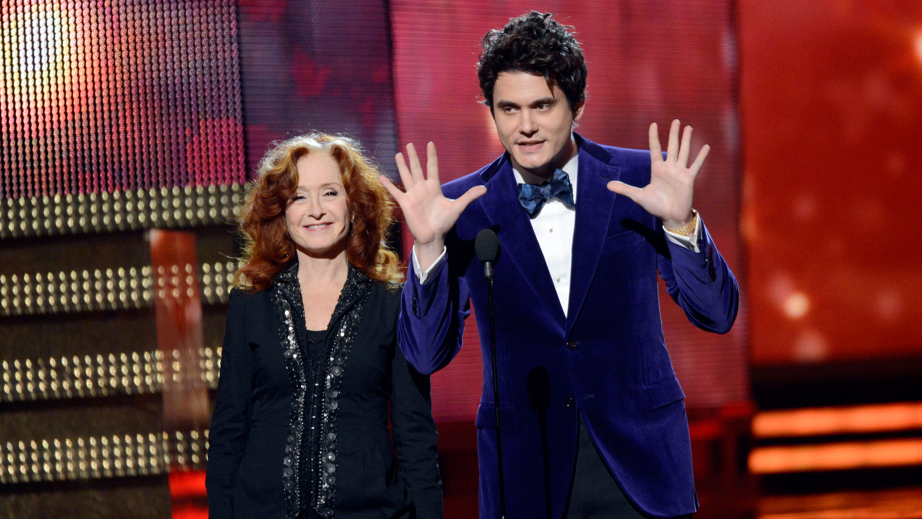 PHOTO: John Mayer's suit was not only purple, it was PURPLE.