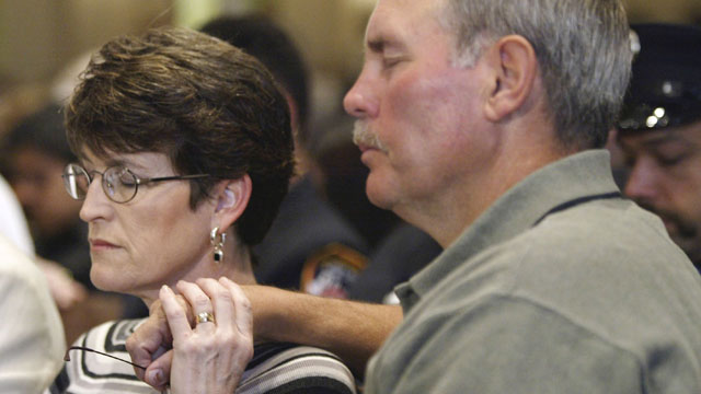 PHOTO: Richard Williams, Oklahoma City Murrah Federal Building bombing survivor, and his wife Lynne observe a moment of silence during the eighth anniversary memorial service at First Methodist Church April 19, 2003, in Oklahoma City, Olkahoma.