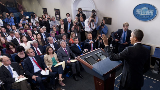 PHOTO:President Barack Obama waves following a press conference in the Brady Press Briefing Room of the White House in Washington on April 30, 2013.