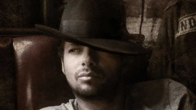 PHOTO:&nbsp; After a bout with cancer, singer Draco Rosa is back with new album &quot;Vida.&quot;