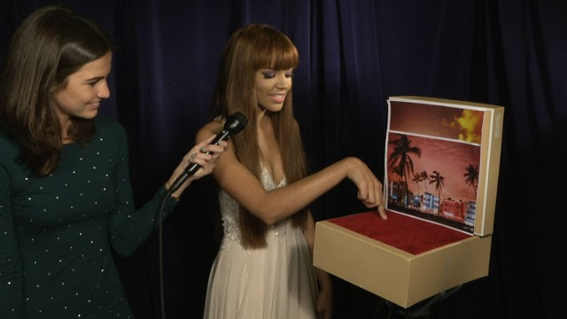 PHOTO:&nbsp;Singer Leslie Grace tries out our hand dancing set at the 25th annual Premio Lo Nuestro Latin music award show.