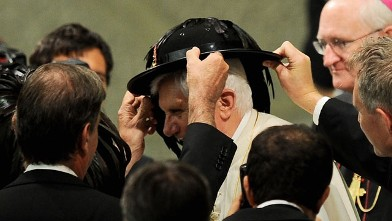 PHOTO:Pope Benedict XVI receives a hat as a gift from Italian Bersaglieri soldiers in Aula Paolo VI at the Vatican during his weekly general audience on September 15, 2010