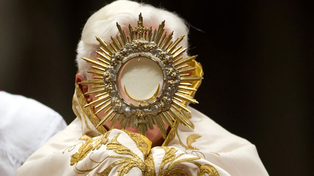 PHOTO:Pope Benedict XVI prays during the Vesper ceremony in the St Peter's basilica at Vatican on February 2, 2010.