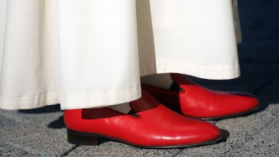 PHOTO:Pope Benedict XVI wearing brilliant red shoes arrives to attend a Inter-religious Gathering at the Pope John Paul II Cultural Center on April 17, 2008 in Washington, DC.