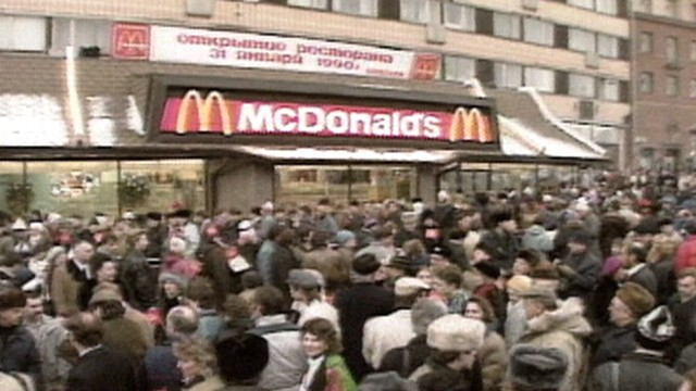 VIDEO: First McDonalds in the Soviet Union