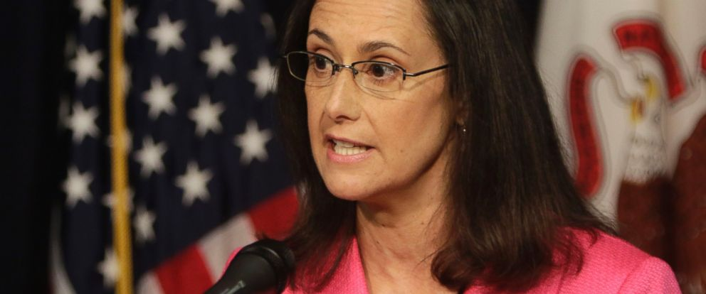 PHOTO: Illinois Attorney General Lisa Madigan speaks during a press conference, July 14, 2014, in Chicago.
