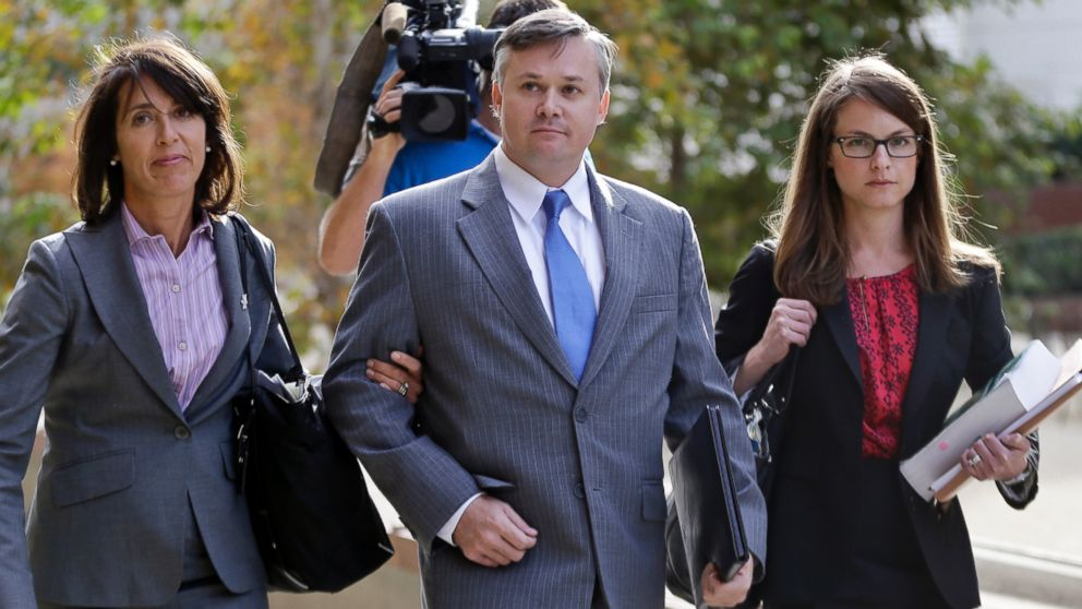 PHOTO: John Beliveau II, center, and his attorneys, Gretchen von Helms, left, and Jessica Carmichael arrive at the federal court