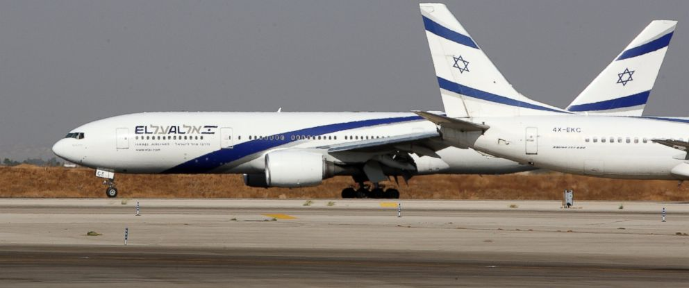 PHOTO: Two Israeli EL-AL airplanes maneuver on the tarmac at Ben Gurion International airport