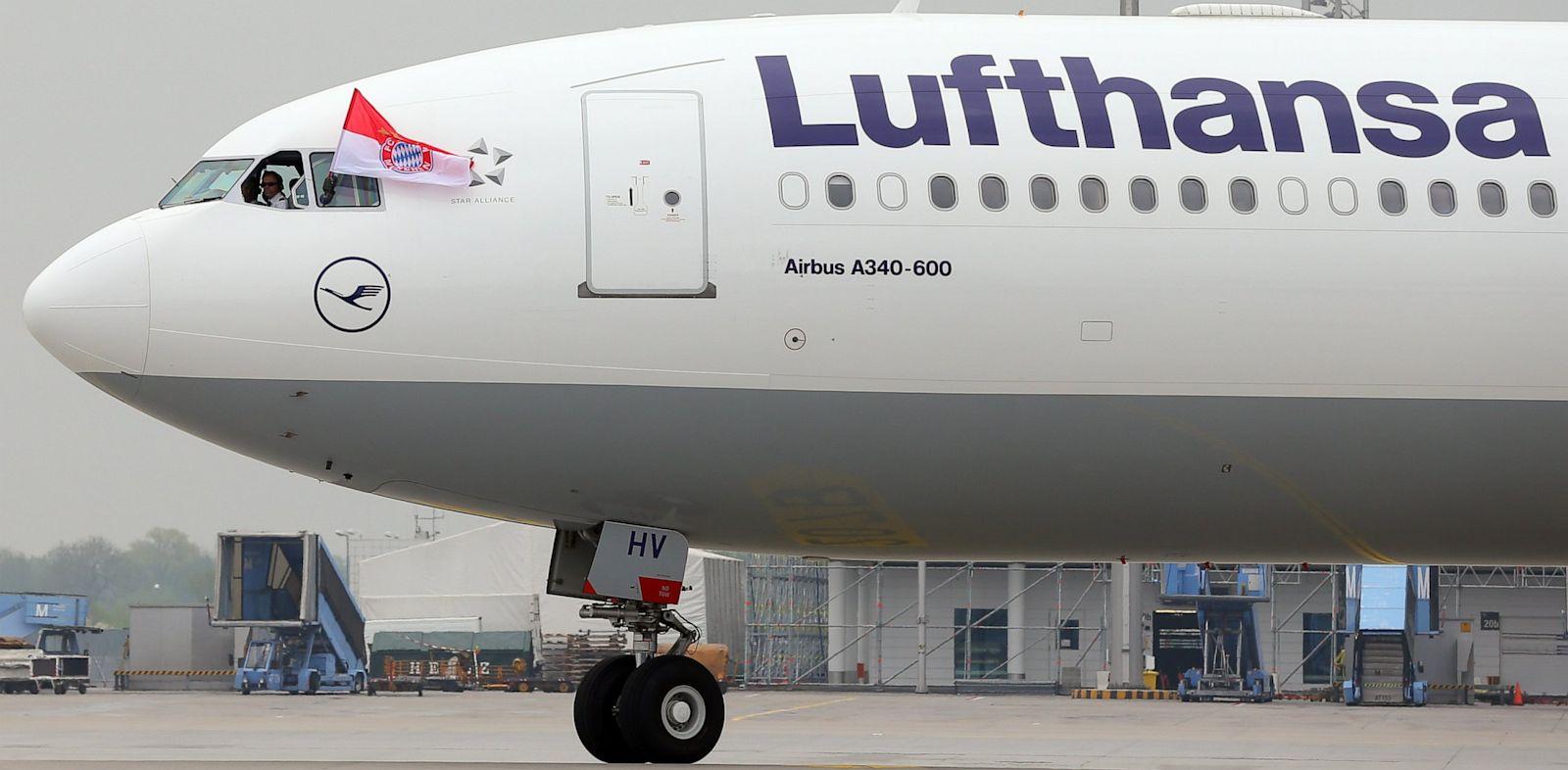 PHOTO: A Lufthansa Airbus A 340-600