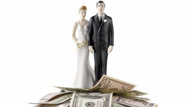 PHOTO: Follow these tips for better newlywed banking.