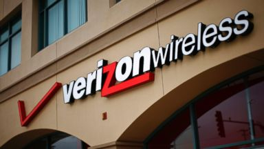 PHOTO: A Verizon store is seen April 21, 2011 in Santa Monica, Calif.